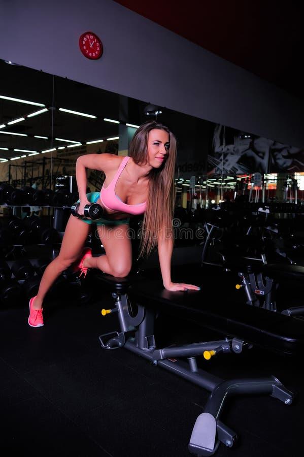 Piękna dziewczyna przy gym fotografia royalty free