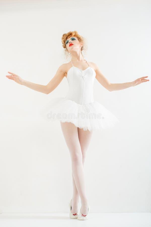 Piękna dziewczyna ubierająca jako balerina. Mody makeup. obraz royalty free
