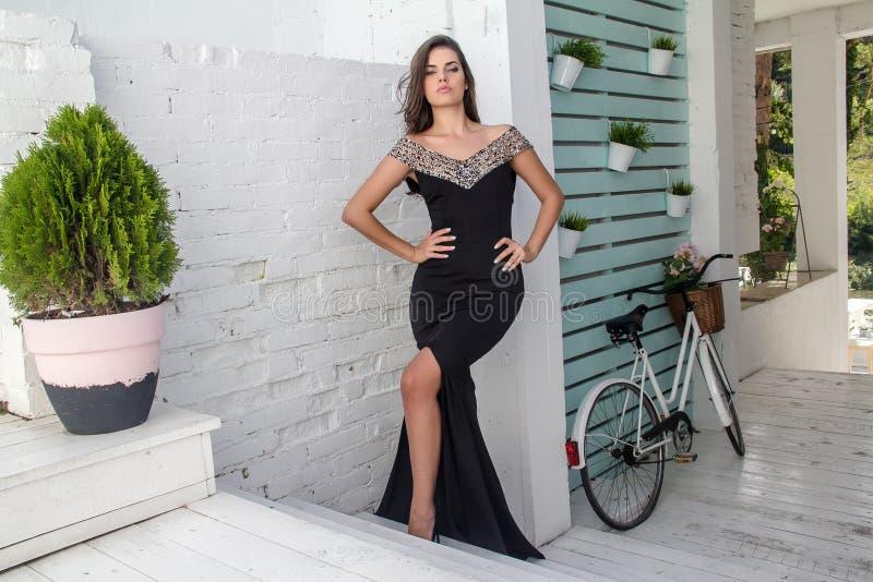 Piękna dziewczyna w lato sukni zdjęcia stock