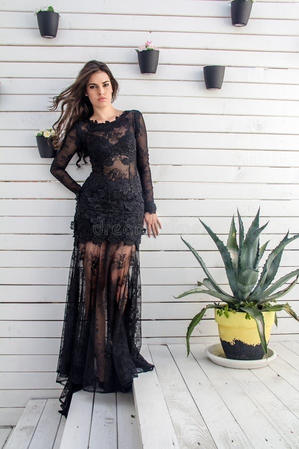Piękna dziewczyna w lato sukni obrazy stock