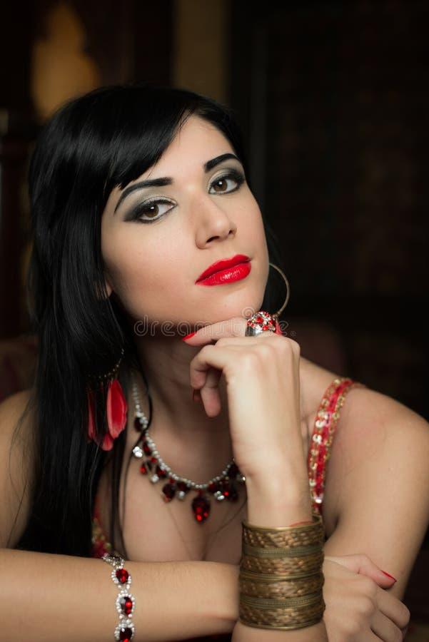 Piękna dziewczyna w orientalnym odziewa fotografia stock