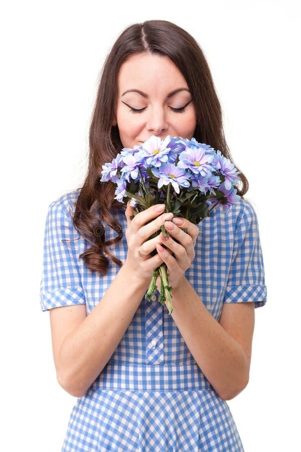 Piękna dziewczyna w sukni w błękitnej klatce z kwiatu chrysanthe obrazy royalty free