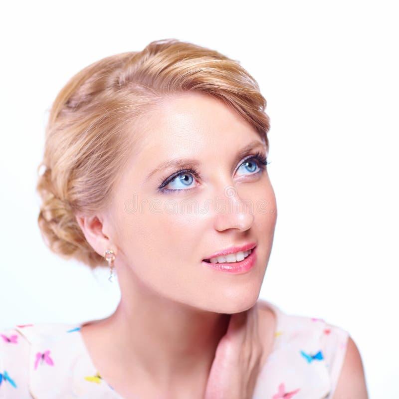 Piękna dziewczyna z dużymi niebieskimi oczami zdjęcia stock