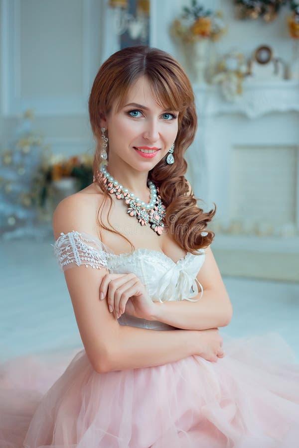 Piękna dziewczyna z makeup i tytułowaniem zdjęcia stock