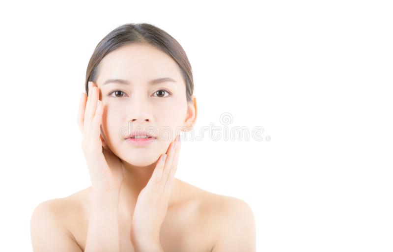 Piękna dziewczyna z makeup, opieki pojęciem, atrakcyjną Asia dziewczyną smilling na twarzy odizolowywającej, kobiety i skóry/ zdjęcie royalty free
