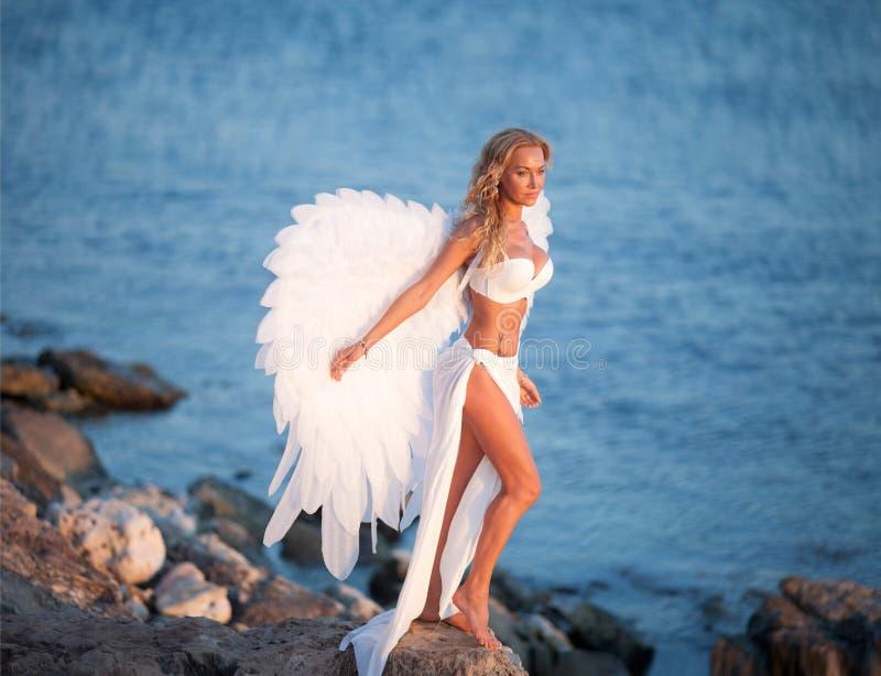 Piękna dziewczyna z skrzydłami obrazy royalty free