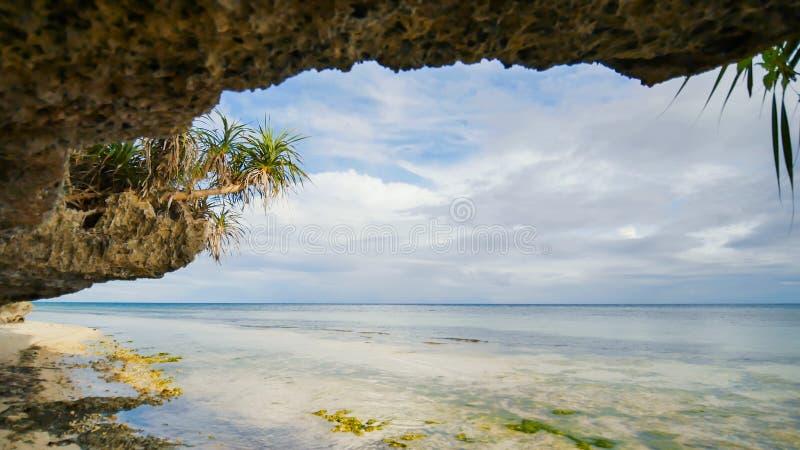 Piękna dzika tropikalna plaża blisko Anda z granitowymi skałami Bohol wyspa Filipiny obrazy stock