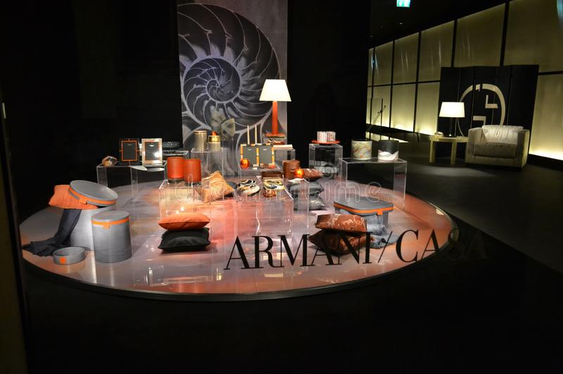 Piękna ekspozycja towary destinated robić wnętrzu projektującemu sławnym stylistą Georgio Armani dom wygodny fotografia royalty free