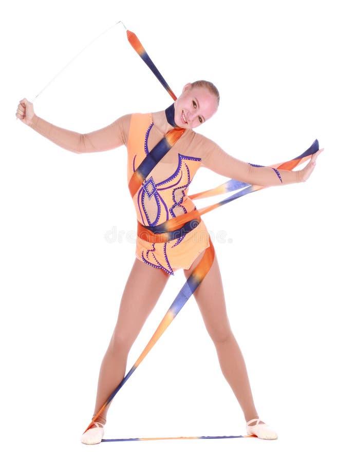 Piękna elastyczna dziewczyny gimnastyczka z gimnastycznym faborkiem zdjęcia stock