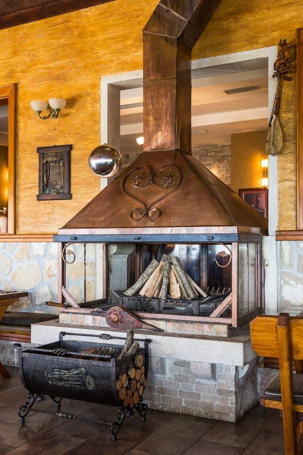 Piękna elegancka mosiężna graba w Koliby Bogetici restauracji zdjęcia royalty free