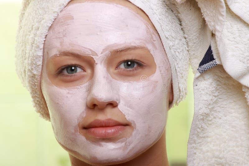 piękna facial zamaskowany traktowanie zdjęcie stock
