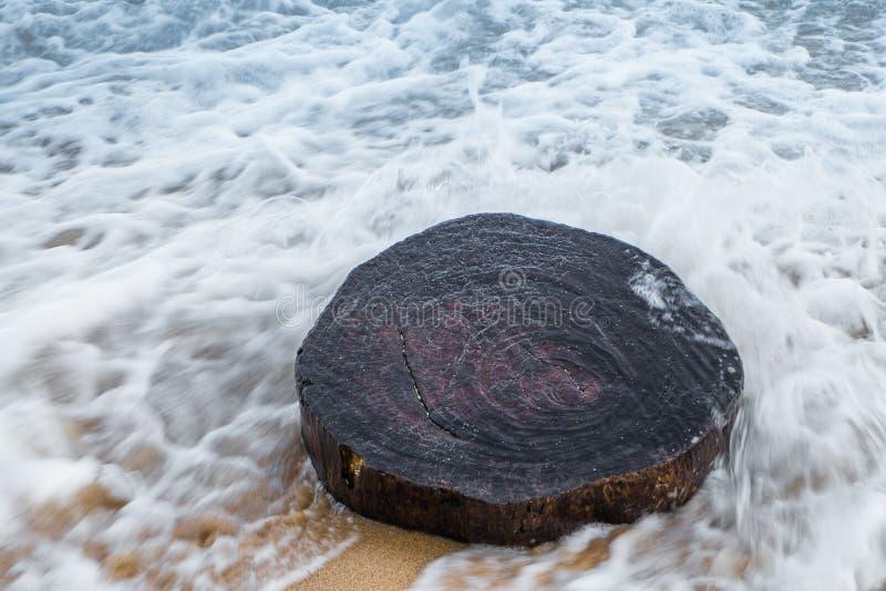 Piękna fala od morza w Phuket Tajlandia zdjęcia royalty free