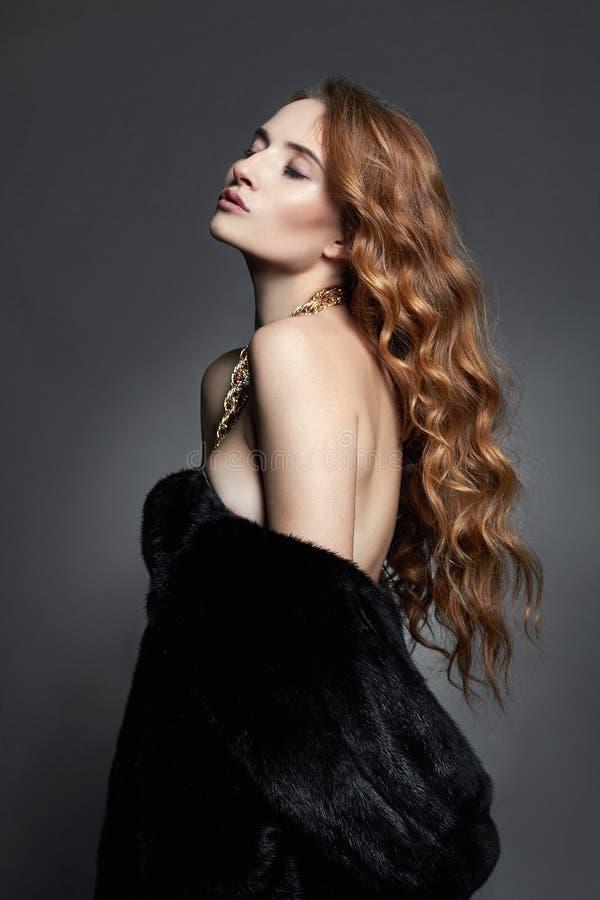 piękna futerkowa kobieta obraz royalty free