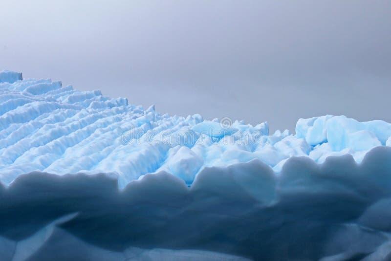 Piękna góra lodowa lub lodowy floe, Antarktyczny ocean fotografia royalty free
