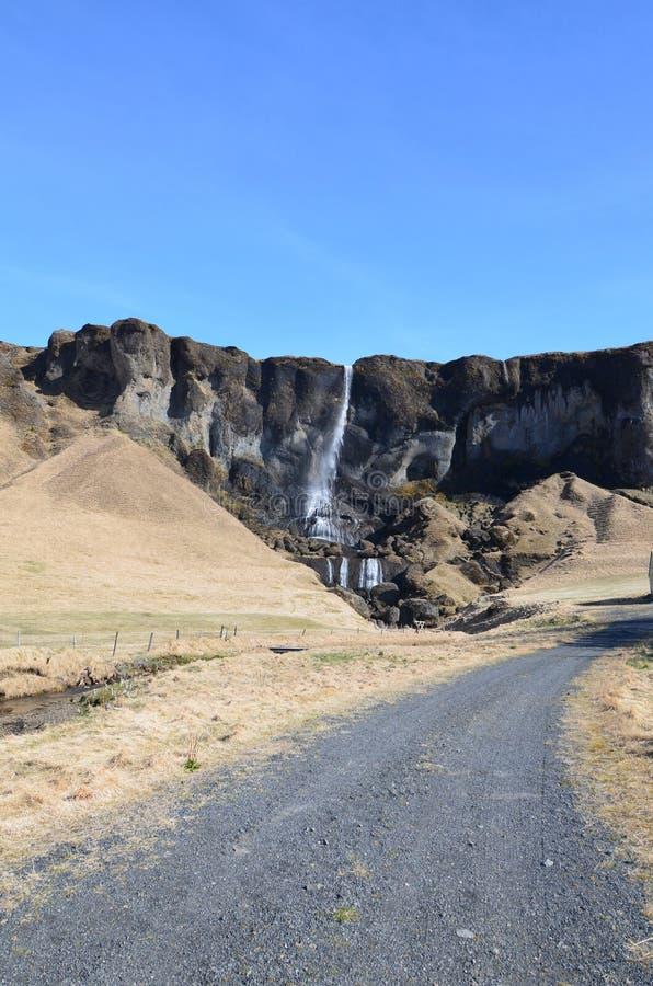 Piękna góra z siklawą w Reykjavik Iceland fotografia stock