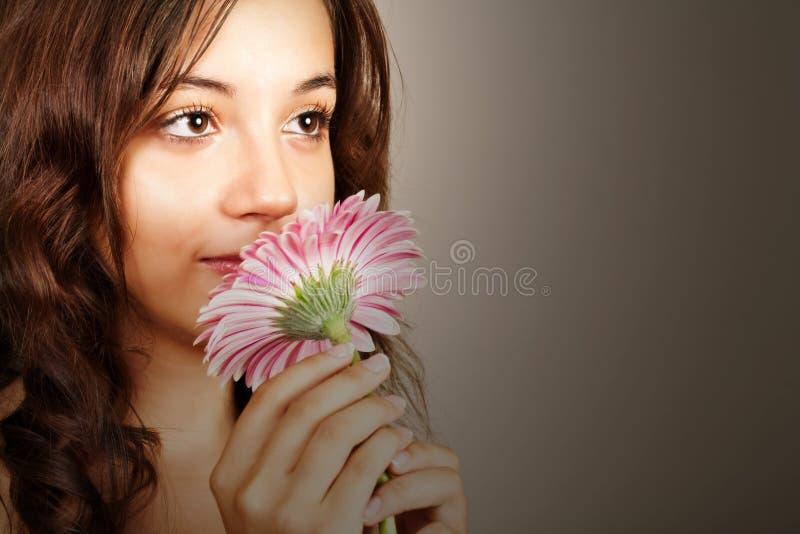 piękna gerber menchii kobieta obrazy stock