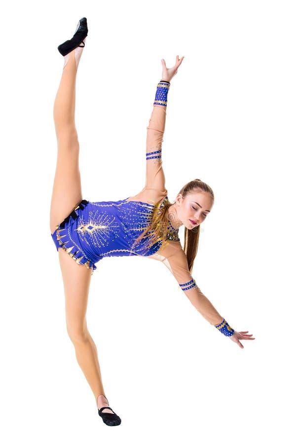 Piękna gimnastyczki atlety nastoletnia dziewczyna jest ubranym tancerza błękitnego leotard pracującego out, tanczyć, robi ćwiczen fotografia stock