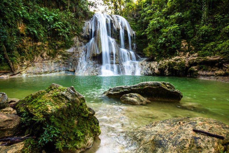Piękna Gozalandia siklawa w San Sebastian Puerto Rico zdjęcie stock