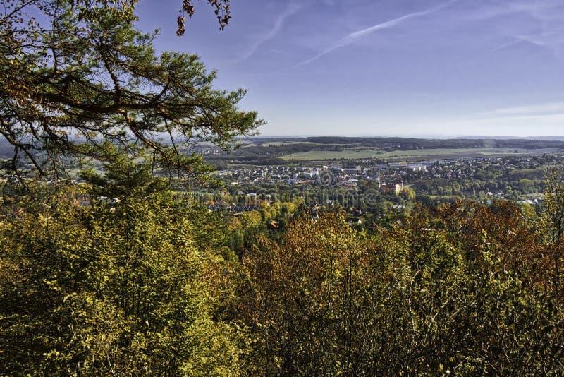 Piękna HDR krajobrazu panorama Mnisek strąka Brdy miasteczko w republika czech zdjęcia royalty free