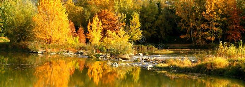 Piękna jesieni scena blisko rzecznego Arno w Florence, Tuscany, Włochy obrazy royalty free