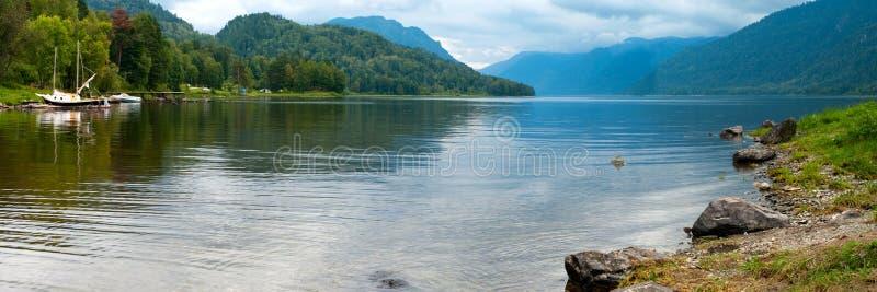 piękna jeziorna góra zdjęcia stock
