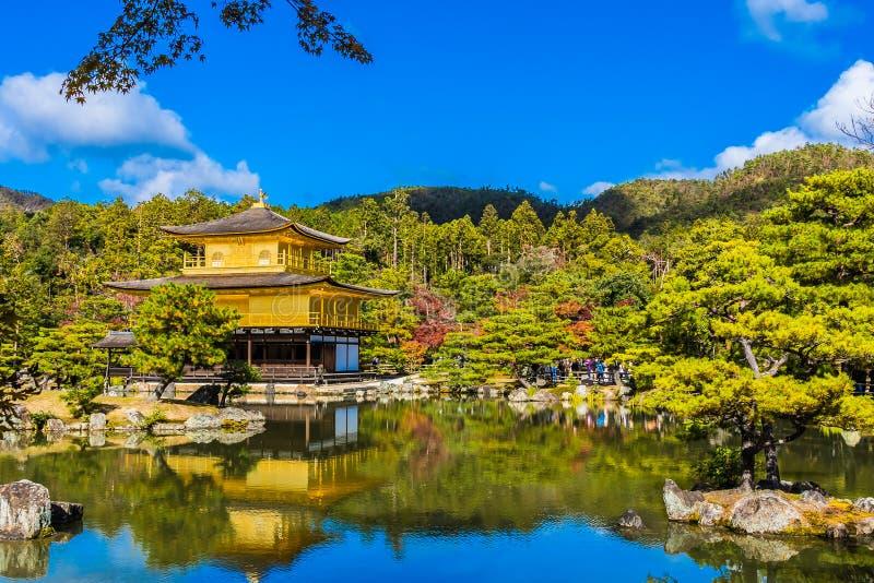 Piękna Kinkakuji świątynia z złotym pawilonem w Kyoto Japan zdjęcia royalty free