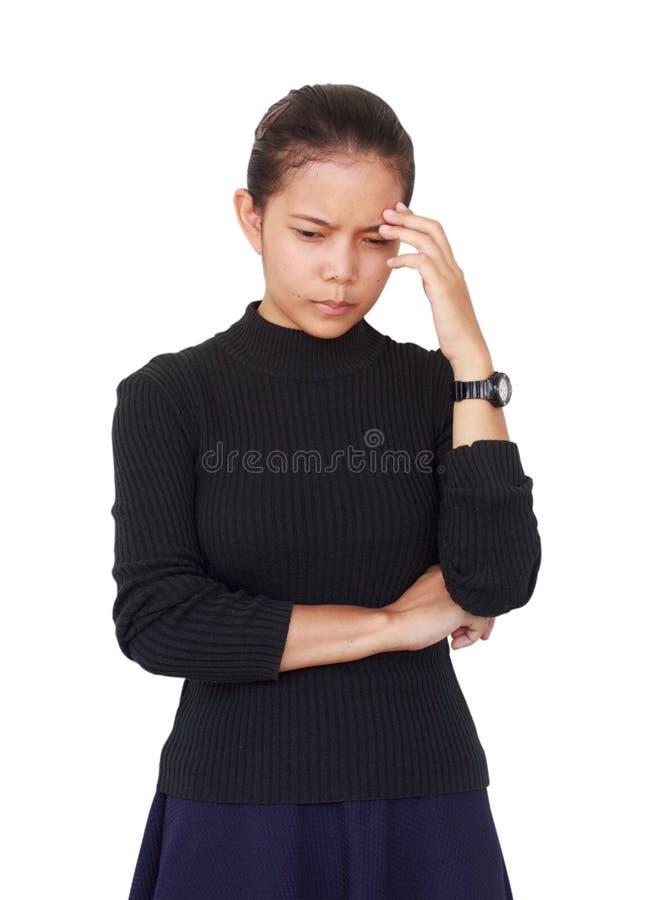 Piękna kobieta był ubranym czarną bluzkę z błękitną spódnicą poważnym główkowaniem i coś obraz stock