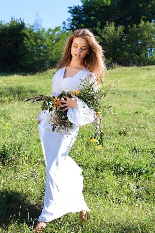 piękna kobieta kwiat zdjęcie stock