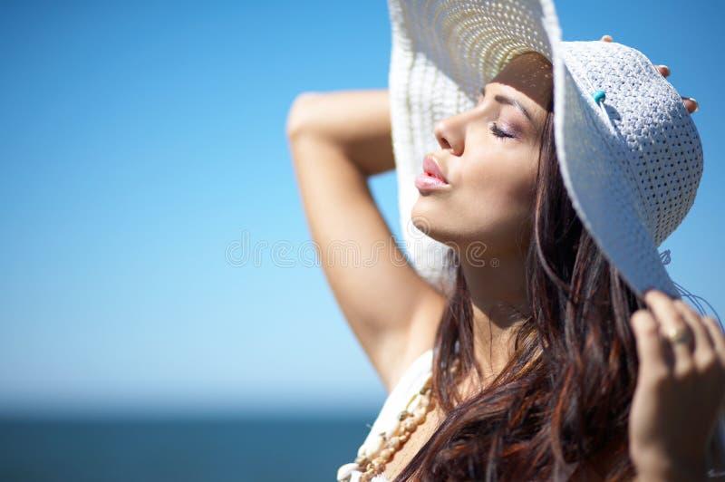 piękna kobieta morzem obraz royalty free