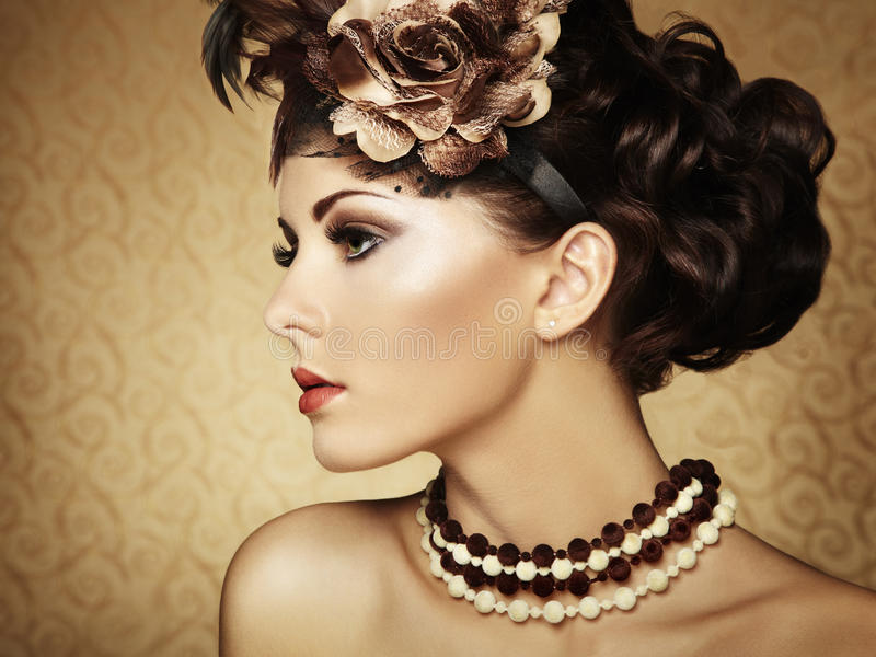 Piękna kobieta retro portret. Rocznika styl zdjęcia stock