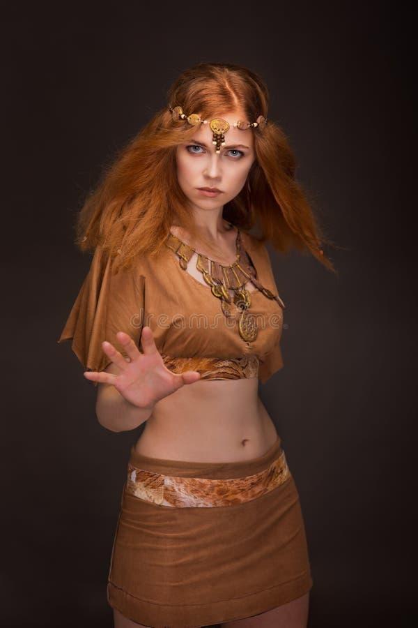 Piękna kobieta ubierająca jako amazonki zdjęcia stock