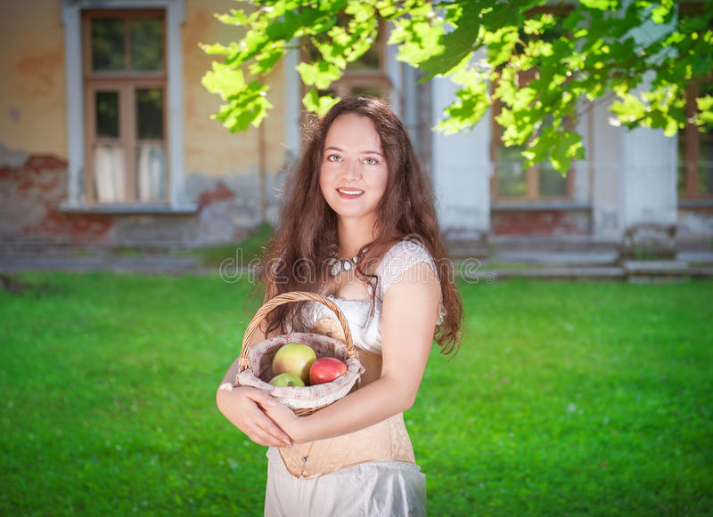 Piękna kobieta w gorseciku i spodniach zdjęcie royalty free