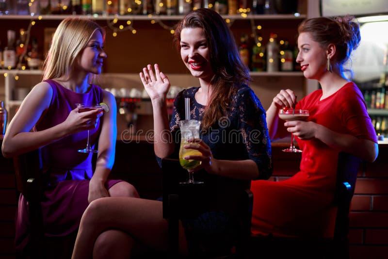 Piękna kobieta w klubie obrazy royalty free