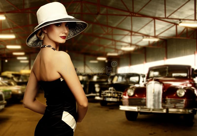 Piękna kobieta w sukni obrazy stock