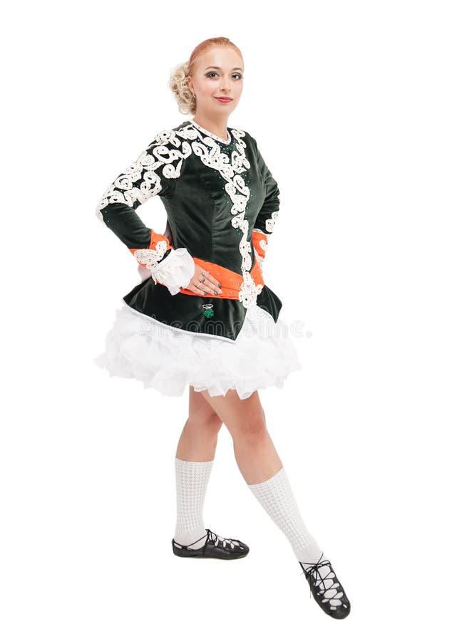 Piękna kobieta w sukni dla Irlandzkiego tana odizolowywającego zdjęcia stock