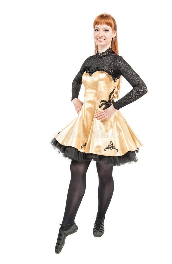 Piękna kobieta w sukni dla Irlandzkiego tana odizolowywającego obraz royalty free