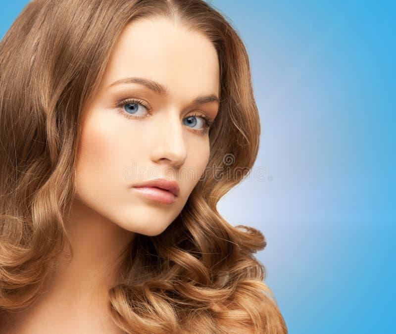 Piękna kobieta z długie włosy obraz royalty free