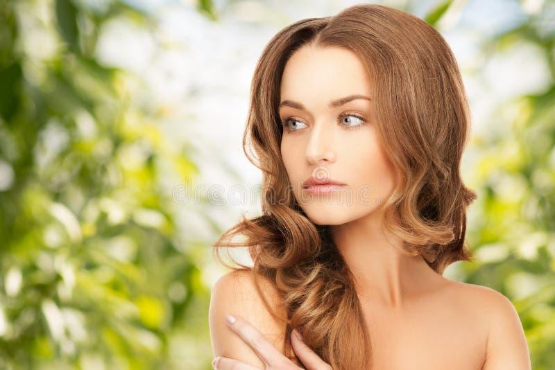 Piękna kobieta z długie włosy obrazy royalty free