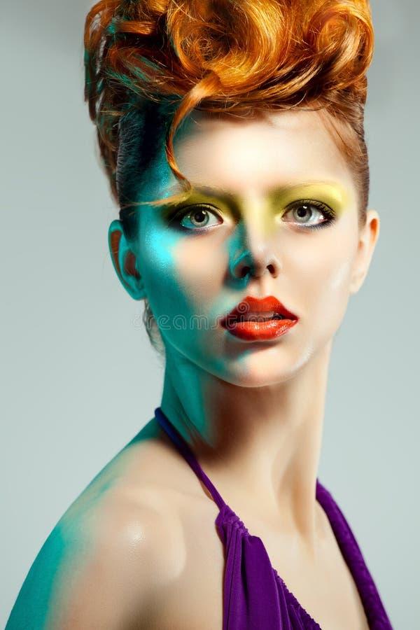 Piękna kobieta z Fachowym makeup i fryzurą fotografia stock