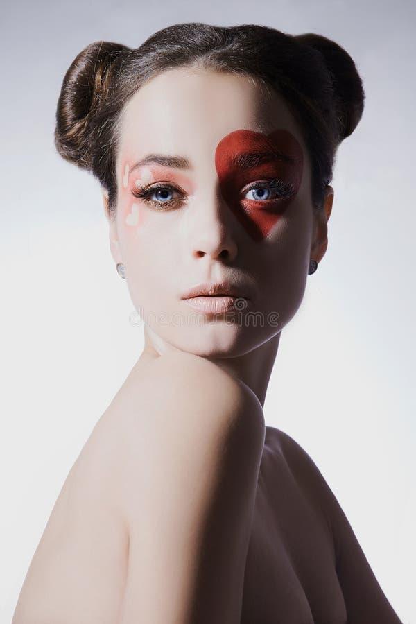 Piękna kobieta z kierowym makijażem zdjęcia stock