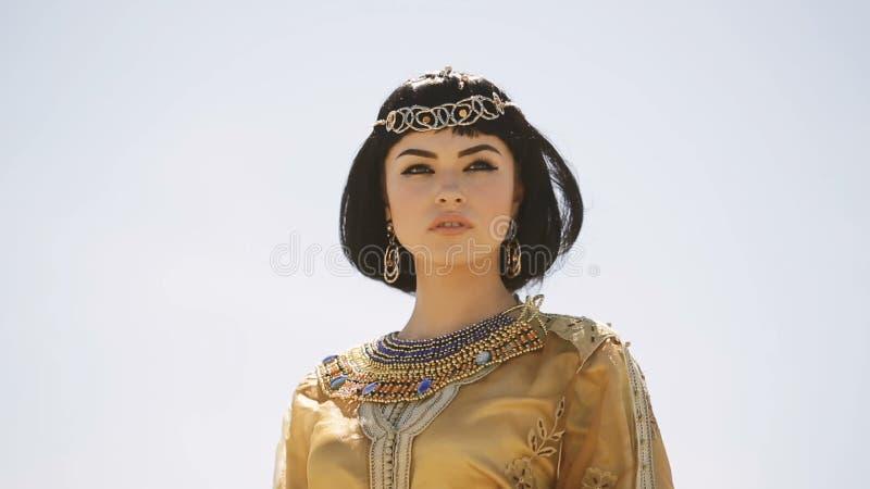 Piękna Kobieta Z Moda Makijażem I Fryzura Jak Egipska Królowa