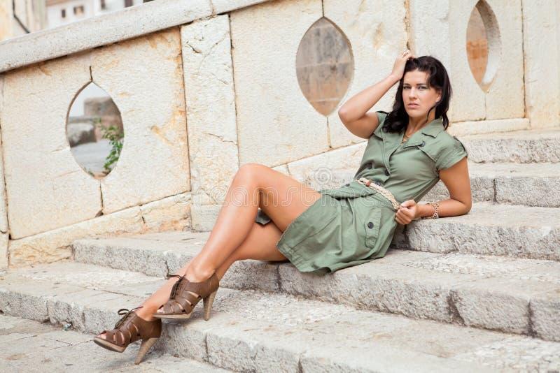 Piękna kobieta z nadąsanym wyrażeniem fotografia stock