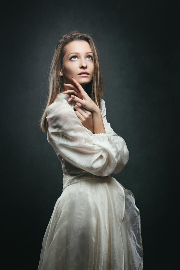 Piękna kobieta z oczami niebo obrazy stock