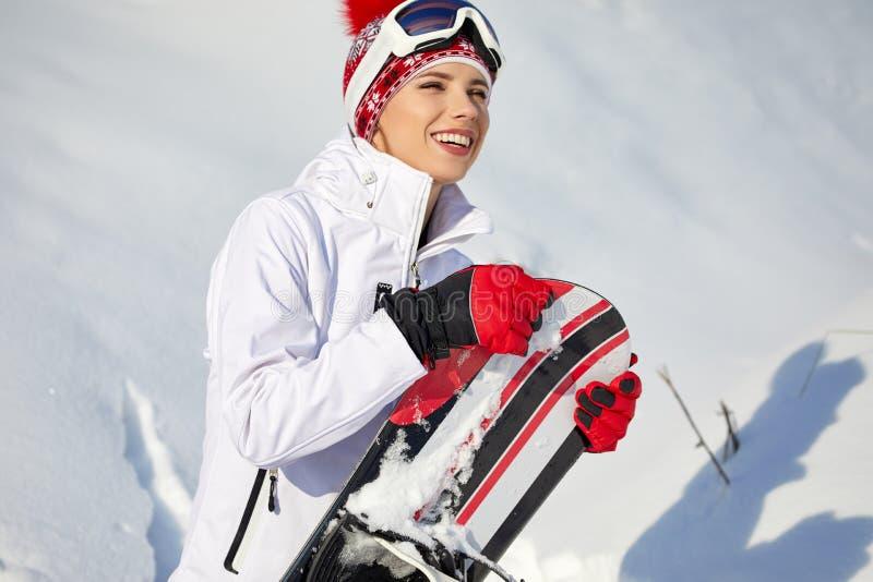Piękna kobieta z snowboard pojęcie odizolowywający sporta biel fotografia stock