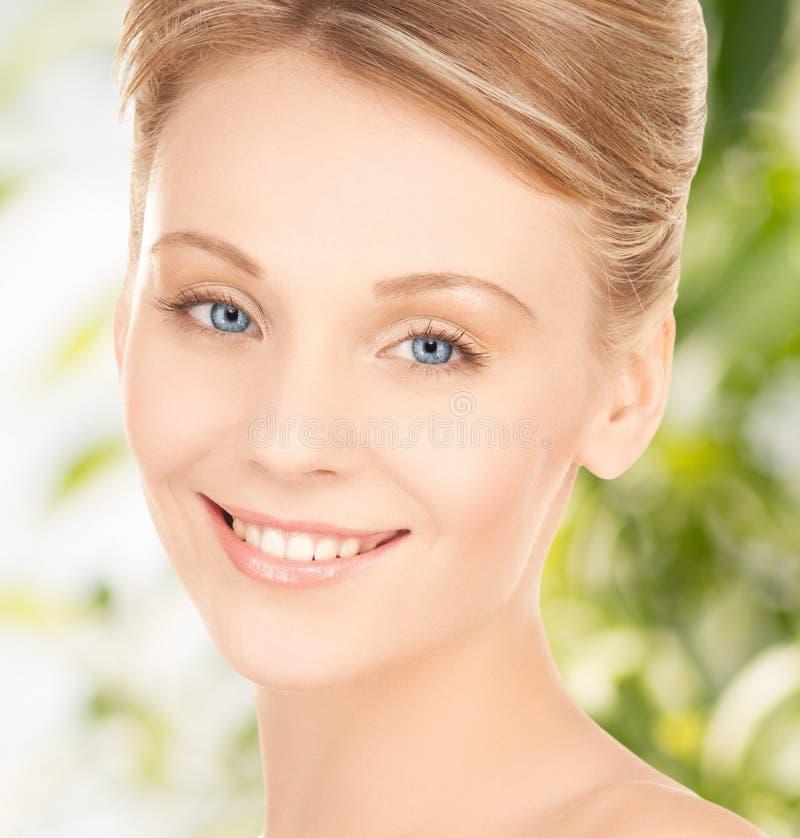 Piękna kobieta z updo włosy obraz stock