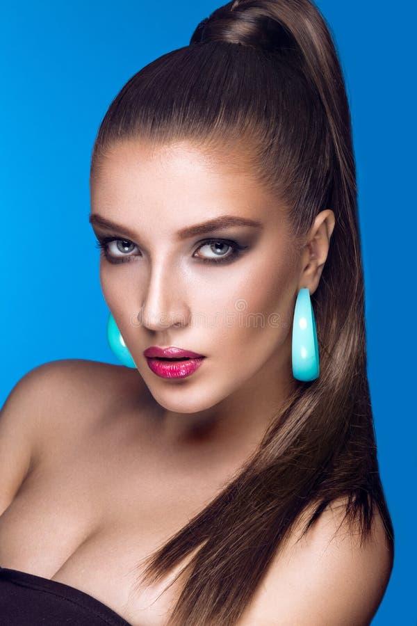 Piękna kobieta z wieczór makijażem, jaskrawym zdjęcia royalty free