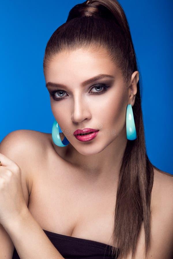Piękna kobieta z wieczór makijażem, jaskrawym zdjęcie royalty free