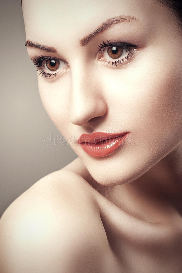 Piękna kobiety twarz. Perfect makeup. Piękno moda obraz royalty free