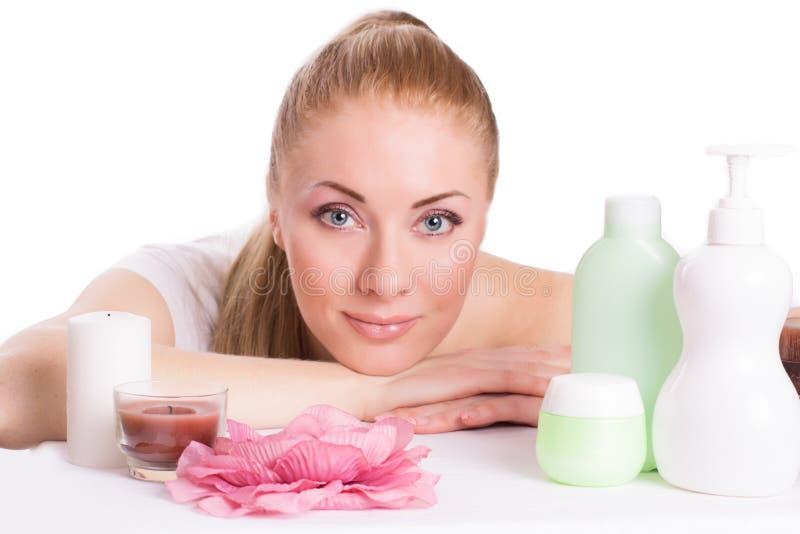 Piękna kobiety twarz z skincare produktami fotografia royalty free