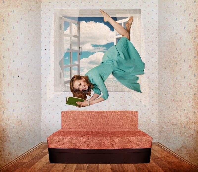 piękna komarnicy pokoju kobieta obraz royalty free